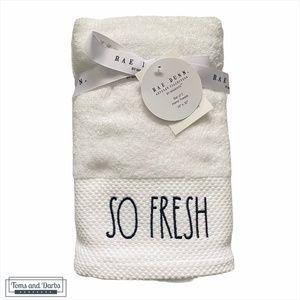 Rae Dunn SO FRESH SO CLEAN  2 Set Hand Towels